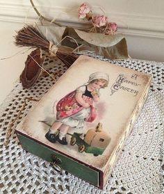 Купить или заказать Коробочка Happy Easter в интернет-магазине на Ярмарке Мастеров. Деревянная винтажная коробочка, выполнена в технике декупаж, состаренная, с декоративной ручкой. Внутри не обработано, можно положить конфетки, драже или…