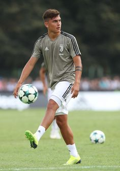 Paulo Dybala Photos - Paulo Dybala of Juventus during the warm up prior to the Pre-Season Friendly match between Juventus and Juventus on August 2018 in Villar Perosa, Italy. - Paulo Dybala Photos - 278 of 1969 Best Football Players, Football Boys, Soccer Boys, Rugby Players, Juventus Wallpapers, Argentina National Team, Latest Football News, Soccer Stars, Juventus Fc