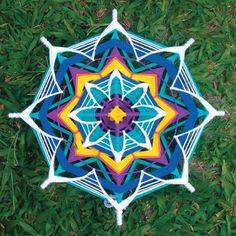 Mandala Roda dos Chakras 50cm no Elo7 | Ateliê Elaine de Lucca (B60E18) Yarn Crafts, Diy And Crafts, God's Eye Craft, Kids Market, Gods Eye, Thread Art, String Art, Weaving Techniques, Lucca