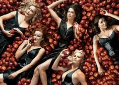 Desperate Housewives - Promo shot of Teri Hatcher, Eva Longoria, Marcia Cross, Felicity Huffman & Nicollette Sheridan. The image measures 3500 * 2307 pixels and was added on 1 January Movies And Series, Movies And Tv Shows, Tv Series, Picture Movie, Movie Tv, Desperate Housewives Cast, Maiara Walsh, Andrea Bowen, Actresses