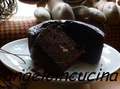 Torta al cacao con nocciole e cuore morbido di cioccolato fuso