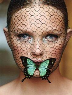 Giambattista Valli haute couture. Vogue China Collections, Autumn 2012. Photo: Patrick Demarchelier.