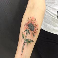 Sunflower by Wina Brasil! #WinaBrasil#TatuadorasBrasileiras #TatuadorasBrasil#TattooBr # FozdoIguaçu #girassol #sunflower#flor #flower #watercolor #aquarela #delicate#delicada