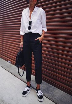 The casual chic style - Petit Prince - - Le style casual chic 🖤 The casual-chic style: what is it and how to create a casual chic outfit? Discover a hyper comprehensive article on the subject on stylee.fr , Here white shirt male pants vans - Casual Chic Outfits, Casual Chique, Casual Chic Style, Trendy Style, White Outfits, Work Outfits, Women's Casual, White Blouse Outfit, Casual Fridays
