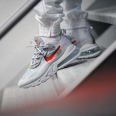 Nike Air Max 270 React in grau - All Nike Shoes, Fly Shoes, Hype Shoes, Sock Shoes, Sneakers Nike, Nike Air Max, All White Sneakers, Nike Runners, Sneaker Stores