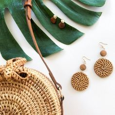 Flat Lay Photography, Clothing Photography, Jewelry Photography, Photography Ideas, Minimalist Earrings, Minimalist Jewelry, Photo Jewelry, Fine Jewelry, Fashion Earrings