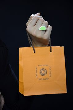 Il mio regalo #Rachelorly, cosa ci sarà dentro?  #gioiellomoda #gioielli #design #love #musthave #gift #handmade #ring #trendy #classy #anello #accessories #jewels #packaging