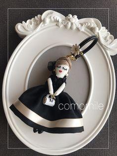 最近のルルベちゃん   かもみーる おうちdeおけいこ 横浜 中区 山手 ルルベちゃん Fabric Dolls, Paper Dolls, Juicy Couture Charms, Toys, How To Make, Crafts, Key Hangers, Feltro, Boy Doll