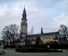 Częstochowa to miasto dla pielgrzymów, kibiców sportowych, pasjonatów wystaw muzealnych oraz wielbicieli ruin zamków i jaskiń. W duchowej stolicy Polski spędzenie czasu pasywnie jest niemożliwe.
