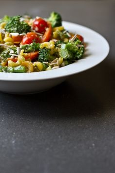 lemon dill pasta salad - loaded with veggies, gluten and dairy free, and from one of my favorite bloggers..just might have to give a try!