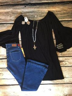 Black tunic/dress with bell sleeve is perfect with any of our leggings or jeans! Please see sizing below before ordering: Small 2-4 Medium 6-8 Large 10-12 XLarge 14-16 2X 18-20 3X 22-24