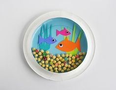 Paper Plate Aquarium: Kids can create their own underwater adventures with this easy paper plate craft.  #kidscraft