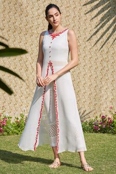 Buy Embroidered kurta set by Mandira Wirk at Aza Fashions Stylish Dress Book, Stylish Dress Designs, Designs For Dresses, Stylish Dresses, Simple Dresses, Lengha Blouse Designs, Salwar Designs, Kurti Designs Party Wear, Dress Indian Style