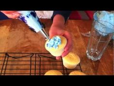 Piping Hydrangea Cupcakes Tutorial using blue and violet icing (SO PRETTY)