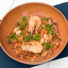 Met dit recept maak je een heerlijke Amerikaanse Jambalaya met rijst, paprika, chorizo en garnalen of kip. Binnen 35 minuten op tafel en heel gezond!