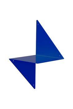étagère 3D ADONDE en métal plié laqué époxy bleu Klein