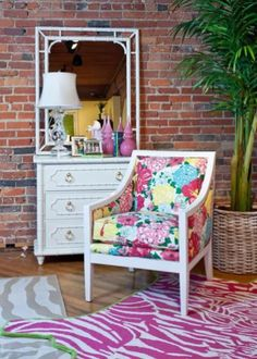 A colourful life: A tribute to Lilly McKim Pulitzer Rousseau from the brand Lilly Pulitzer Home Furniture, Painted Furniture, Furniture Refinishing, Furniture Projects, Dresser, Floral Chair, Diy Home Decor, Room Decor, Deco Design