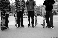 country boys, or skaters. Skate Boy, Skate Surf, Skater Guys, Skate And Destroy, Longboarding, Skateboards, Cute Guys, Cavalier, Street Fashion