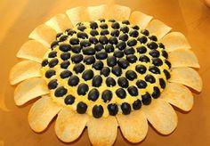 salata floarea soarelui Pineapple, Food And Drink, Pie, Easter, Fruit, Desserts, Recipes, Sunflowers, Torte