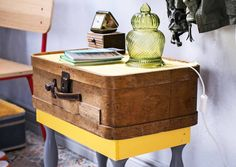 Tuunaa matkalaukuista kalusteita! Kokeile Unelmien Talo&Kodin selkeitä ohjeita ja tee hauska kalustekokonaisuus vaikkapa eteiseen.