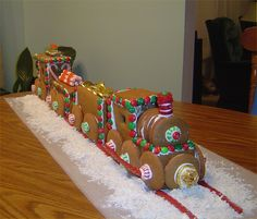 This beats making a gingerbread house. Gingerbread Train, so cute for X-mas. Gingerbread House Parties, Gingerbread Decorations, Christmas Gingerbread House, Gingerbread Houses, Christmas Cooking, Christmas Desserts, Christmas Treats, Christmas Fun, Gingerbread Train