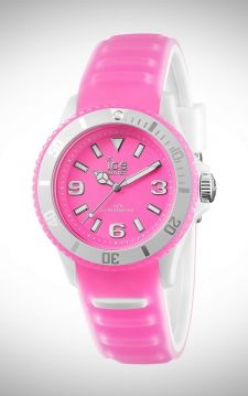 Mooi sportief Ice-Watch horloge in de kleur zacht roze.De opvallende horloges van Ice-watch worden gedragen door de opvallende coole mensen.