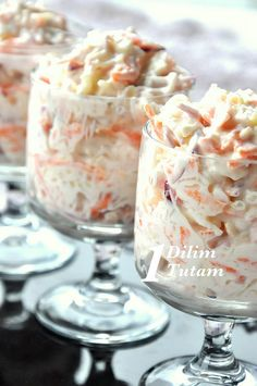 Cabbage salad made from the American. Only original mayonnaise .- Cabbage salad made from the American. Salad made with mayonnaise in the original, a lighter salad will appear when strained yogurt is added. Good Food, Yummy Food, Appetizer Salads, Cabbage Salad, Snacks Für Party, Comfort Food, Turkish Recipes, Soup And Salad, Salad Recipes