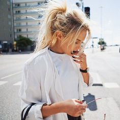 High Messy Ponytail hairstyle for blonde long hair, simple,beautiful and fashion