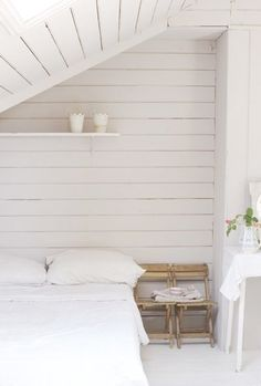 domino white bedroom Bedroom design - Home and Garden Design Ideas Bedroom design White Cottage, Cottage Style, White Cabin, Modern Cottage, Wood Bedroom, Bedroom Decor, Bedroom Ideas, Bedroom Nook, Upstairs Bedroom