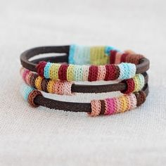 What a super cool crochet bangle!! I love these colors... it's unusual in design!