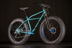 I love the swooping, curvy lines found in Oddity Cycles' machines. Part of that is due to the truss fork, which offers a bit more compliance than the typical carbon fork or rigid steel fork. This fatb...