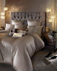 90 Gorgeous Romantic Master Bedroom Design That Will You Dreaming on Home Inteior Ideas 3806 Glam Bedroom, Home Bedroom, Bedroom Furniture, Modern Bedroom, Trendy Bedroom, Contemporary Bedroom, Night Bedroom, Bedroom Brown, Bedroom Rustic