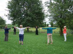 Start van de dag met Qi Gong,  zomerretraite beeldhouwen, Centrum Athanor Lochem, 3 t/m 6 augustus ~ workshops Jan van der Laan, www.janvanderlaan.eu