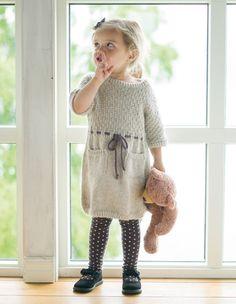 Bamsekjole - Oppskrifter - Nettbutikk - Design by Marte Helgetun Baby Sweater Knitting Pattern, Baby Knitting Patterns, Knit Baby Dress, Knitting For Kids, Crochet Baby, Knitted Baby, Baby Sweaters, Little Girl Dresses, Lana