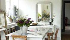 Foto Idea: Decoración con Espejos para un Pequeño Comedor