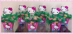 Enfeite feito com cachepô da Hello Kitty em papel, 12 flores de jujuba, a grama é papel de bala (vai com bala) e aplique de eva. <br>Medidas da Hello Kitty : largura 10 cm e altura 8 cm <br>Medidas do cachepô: 13x12 <br>Medidas do Enfeite: 28 cm de altura