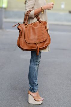 skinny jeans, heels, big purse. Perfection.