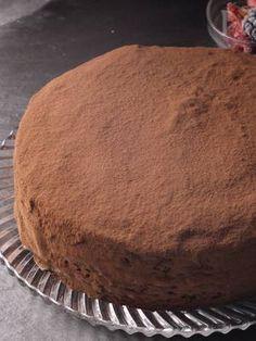 新『別立て法』で失敗がなくて簡単♪チョコは生クリームと同量で覚えやすく、扱いやすい割合です。初心者さんにも簡単にプロみたいなチョコレートケーキが作れます。バレンタインにどうぞ。
