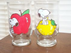 This vintage Snoopy juice set isin great shape and hard to come by! Vintage Dishes, Vintage Glassware, Little Dogs, Little Red, Peanuts Characters, Snoopy Love, Peppermint Patties, Peanuts Gang, Beagle