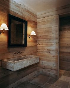 Bagno in pietra - Bagno in pietra con pareti di legno