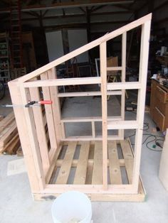 Pallet chicken coop construction picture #2 I like how he had cut a 5 gallon bucket in 1/2 for the laying box...