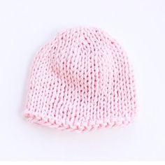 A pink knitted hat perfect for spring! ☀️ #pinkbaby #pink #hat #pinkhat #baby #babyhat #babygift #newborn #newbornhat #newbaby #newmom #newbornphotography #newbornprop #newbornprops #etsy #etsyshop #etsyseller