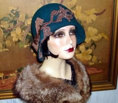 hats on PopScreen Flapper Hat, 1920s Flapper, 1920s Hats, Crazy Hats, Vintage Couture, Summer Hats, Hat Styles, Antiques, Art Deco