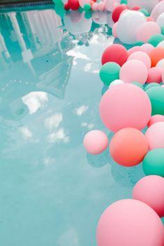 #décoration #ballons #rose #vert #piscine