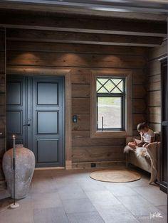 Nyoppført lekker hytte med flott og attraktiv beliggenhet. | FINN.no Cabin Homes, Log Homes, Chalet Design, House Design, Mountain Cottage, Cabin Interiors, Cabins And Cottages, Wooden House, House In The Woods
