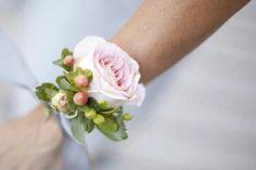 BEAUTIFUL Corsage: Large Petal Pink Garden Rose & Blush/Green Snowberry××××