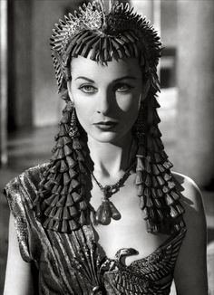Vivien Leigh as Cleopatra - 'Caesar and Cleopatra', Written by George Bernard Shaw and directed Gabriel Pascal. S) and i love Vivien Leigh in both this and gone with the wind Old Hollywood Stars, Old Hollywood Glamour, Golden Age Of Hollywood, Vintage Hollywood, Classic Hollywood, Vivien Leigh, Divas, Natalie Wood, Caesar And Cleopatra