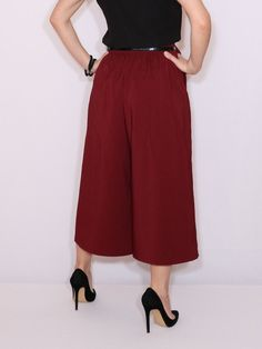 Burgundy Pants Outfit, Cullottes, Culottes Outfit, Culotte Pants, Grey Bridesmaid Dresses, Office Wear, Looking Gorgeous, Wide Leg Pants, Fashion Outfits