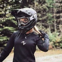 There are many different kinds and styles of mtb that you have to pick from, one of the most popular being the folding mountain bike. The folding mtb is extremely popular for a number of different … Downhill Bike, Mtb Bike, Bike Photography, Road Bike Women, Mountain Biking Women, Cycling Girls, Bicycle Girl, Biker Girl