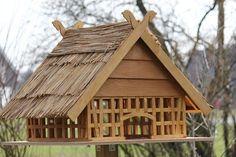 Eines unserer zahlreichen zauberhaften Vogelfutterhäuser.  http://www.1-2-do.com/de/projekt/Kleines-aber-feines-Fachwerkvogelfutterhaus/bauanleitung/6078/
